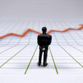 法人で株式投資を行うメリットやデメリットを個人運用と比較しながら解説